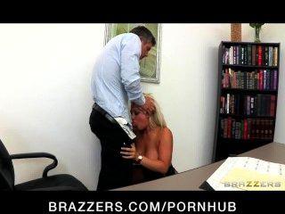 Incrivelmente quente grande tit loira boss dayna vandetta fucks empregado