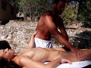 Explicite art.com muito primeira massagem tiffany boneca