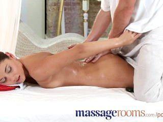 Salas de massagem linda adolescente adora seu toque para o orgasmo feminino
