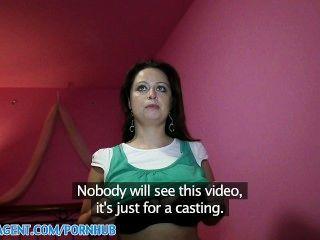 Publicagent hd enorme boob sirale caindo para o papel de filme falso