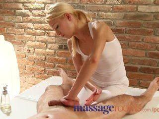 Salas de massagem massagista tem um orgasmo esguichando como ela monta cliente duro