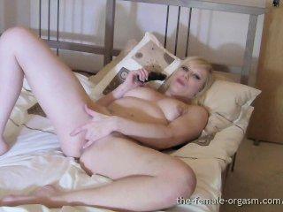 Big hard nipples, big carnudo lábios de bichano, grandes orgasmos femininos pulsantes