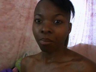 Bonito ebony legal age adolescente recebe seu puss toyed com