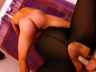 Chubby francês prostituta em nylon uma peça fica fodido por 2 galos