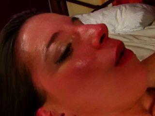 Amelie jolie é uma prostituta francesa linda que ama sexo anal profundo