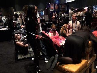 Madeline de pornhubtv é flagelada na exxxotica 2013