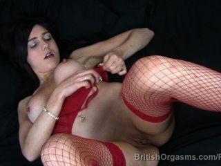Big nipples e grandes lábios em fishnets dedo fodendo-se ao orgasmo