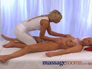 Salas de massagem lésbica horny e oleada como a menina boobs grande vem duro