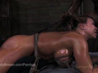 Ebony ana foxxx de cabeça para baixo, em bondage e cumming