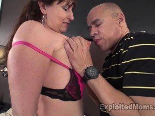 Busty milf modelos lingerie para um cliente