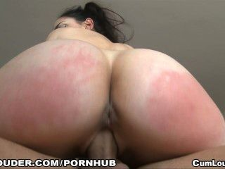 Marta é uma estudante sexy que quer engolir o seu leite quente