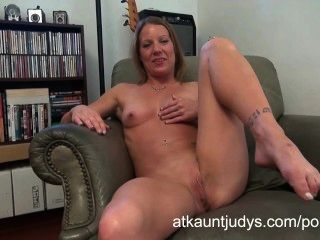 Alyssa dutch masturbates em auntjudys.com