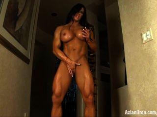 Aziani iron angela salvagno bodybuilder feminino com enorme clit