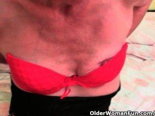 Vovó peluda obtém seu buraco peludo tocado pelo fotógrafo