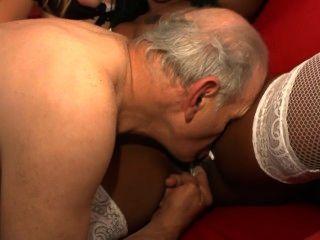Les 70 anos de papy voyeur cena 1