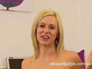 A alegria de anna começa horny e masturbates após uma entrevista no escritório