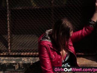 Meninas para fora ocidental sexo lésbica quente em público