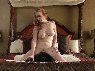 Máquina de sexo faz bigtit mamãe cum tão difícil