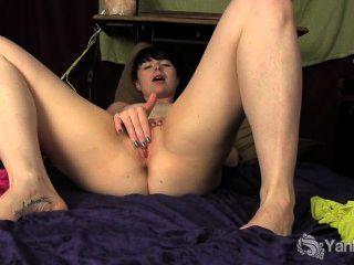 Siouxsie amador dedos sua petite pussy