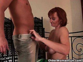 A avó slutty obtem fisted antes que começ um facial