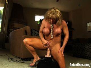 Grandes músculos, grande clitóris e um grande orgasmo intenso