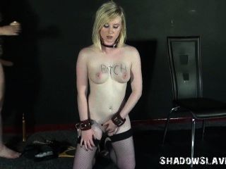 Lesbian pés lambendo e pé dominação de lezdomme slavegirl satine faísca