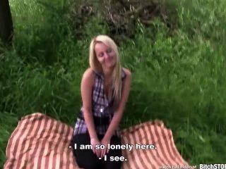 Bitch parar loura adolescente katerina fodido ao ar livre