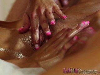 Amor creampie menina recebe cum dentro de massagem oleosa threesome