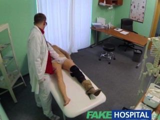 Médico do hospital falso nega antidepressivos e prescreve uma boa lambida