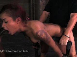 Cassandra nix bound \u0026 blindfolded para que ela deve chupar dick