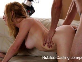 Nubiles casting ela pode levá-lo profundamente o suficiente para conseguir o emprego?
