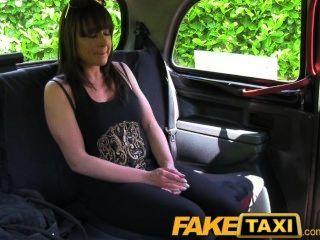 Mulher casada fodida por um estranho