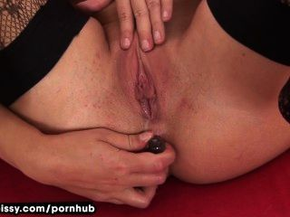 Tracy pees após anal toying