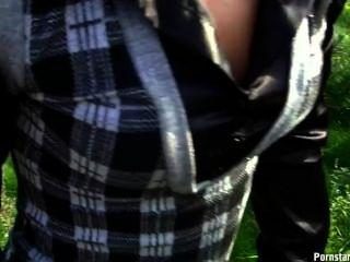 Foda ao ar livre com a menina czech