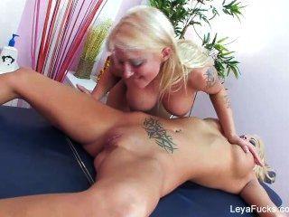 Leya falcon massagem lésbica