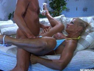 Sexy russian milf anna sabe o melhor