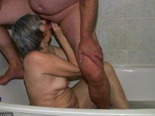 Hot horny spectacled granny e cara jovem foda