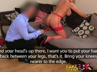 Fakeagentuk incrivelmente sexy blonde milf adora todas as coisas anal