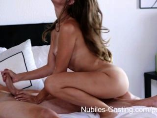 Nubiles casting minúsculo tit babe tenta para hardcore estilo pornô