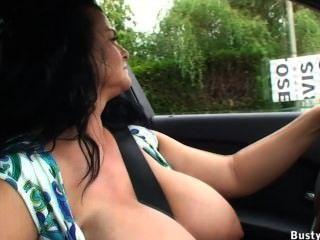 Condução de carro e piscando público