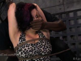 Escravidão por corda estrita e punição corporal