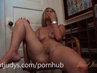 Alana luv adora foder seu bichano com um brinquedo