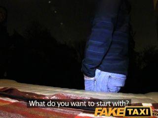 Faketaxi loira obtém seu kit off em táxi