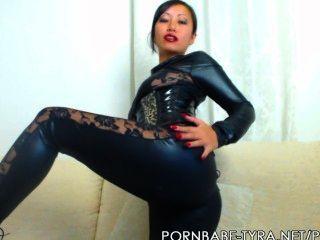 Namorada asiática pornbabetyra dando-lhe idiota contagem regressiva