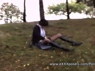 Um pervy guy paga para assistir uma mulher masturbate ao ar livre