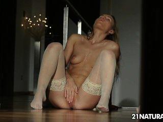 Sexy sabrina mostra tudo