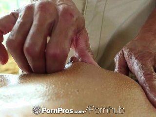 Hd pornpros sexy brunette adriana chechik fica buracos preenchidos após massagem