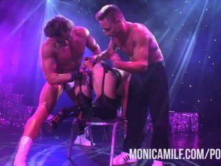 Norueguês monicamilf ao vivo no palco em sexhibition