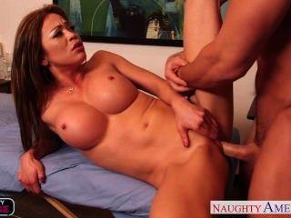 Sexy mia lelani fica facialized por massagista