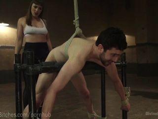 Musculoso dominatrix wrestles slaveboy
